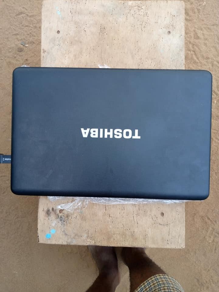 Ordinateur portable Toshiba Satellite importé des USA