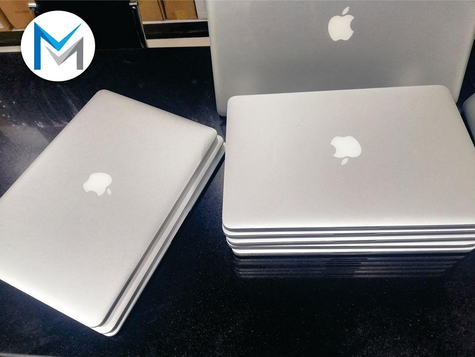 MacBook Pro ( Retina ,13 pouces , mi-2015 )Très très propre images réel